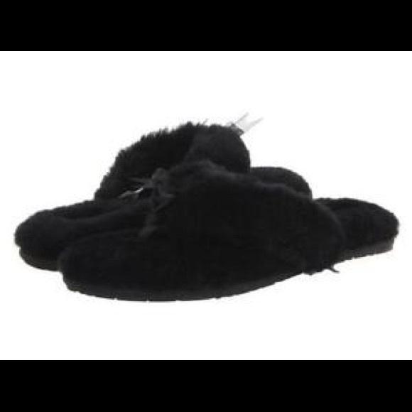 2317d9d626c8 UGG fluffy flip flops